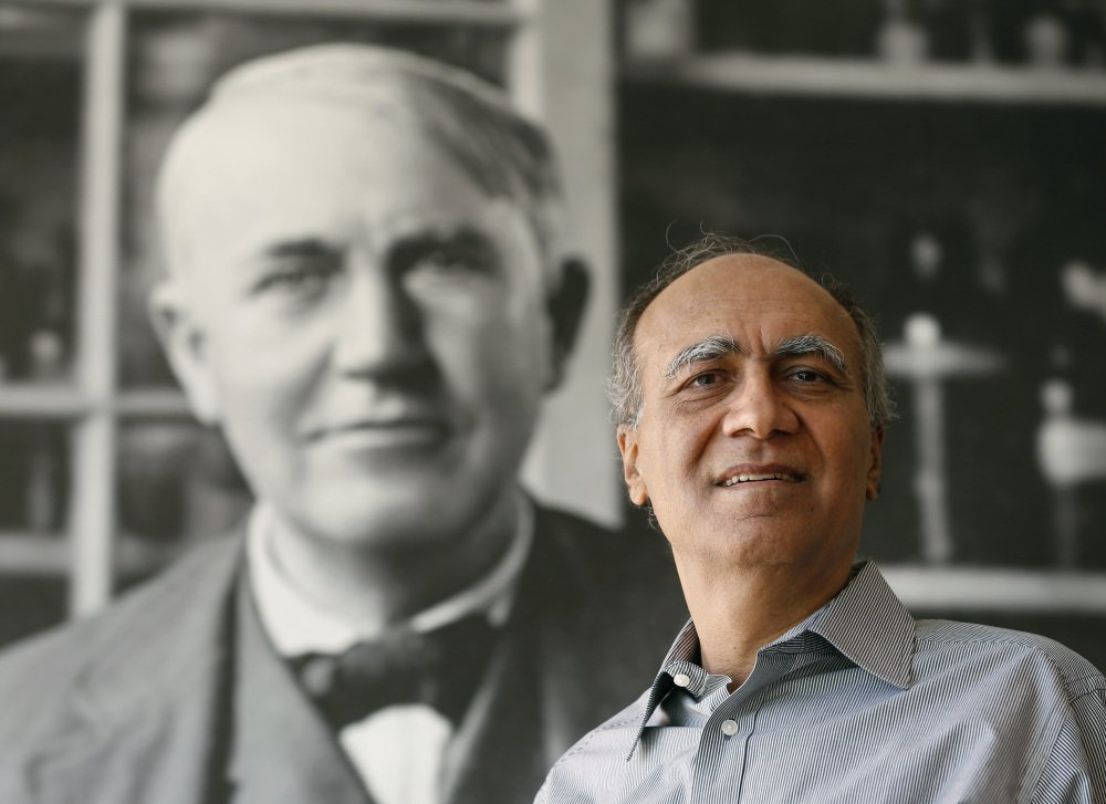 Former LRSM Student Pioneers a Materials Breakthrough after Decades of Research